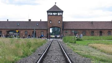 Oddał mocz na schody pomnika w Auschwitz. Zapłaci 5 tys. zł grzywny