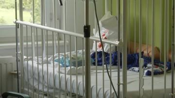 Zakaz przebywania rodziców z dziećmi w szpitalu. Interweniował rzecznik praw dziecka