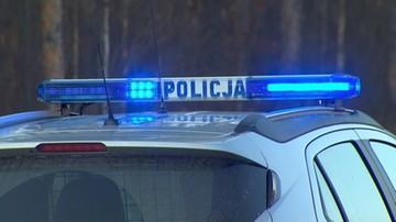 Radiowóz i uciekające przed nim auto uderzyły w drzewa. 3 osoby trafiły do szpitala
