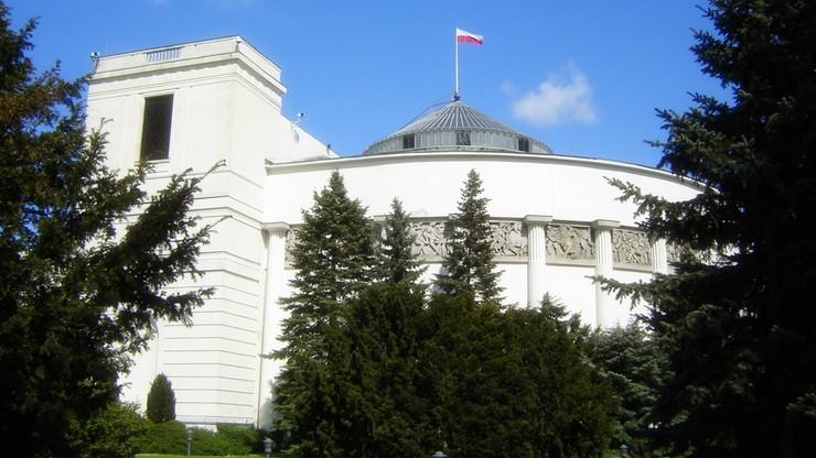 Obrady Sejmu jednak na Wiejskiej. Przesądzić miały problemy z systemem i wątpliwości konstytucyjne