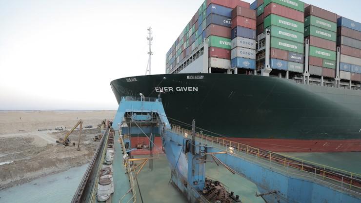Blokada Kanału Sueskiego. Kontenerowiec ściągnięty z mielizny