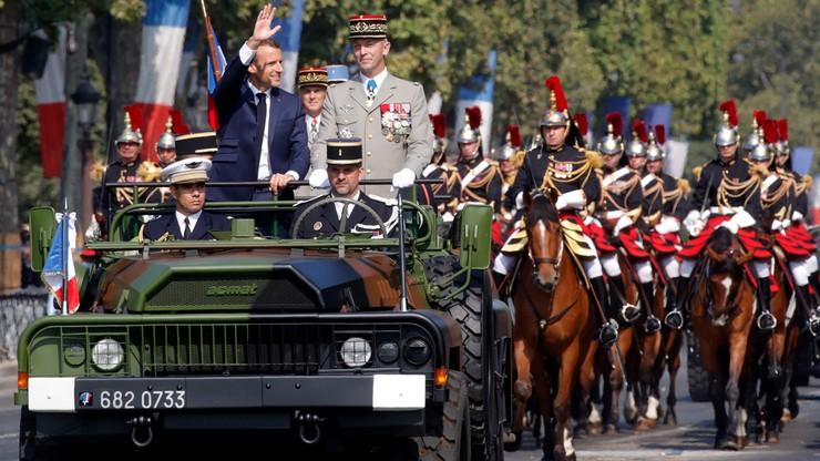 Na Polach Elizejskich wielka defilada wojskowa. Francuzi świętują  rocznicę zburzenia Bastylii