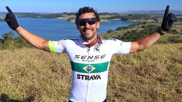 Piłkarz ruszył do nowego klubu... na rowerze. Ma do przejechania 600 kilometrów