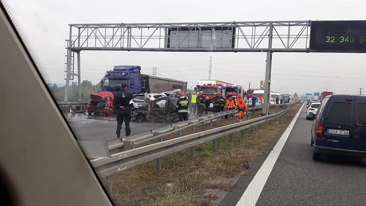 Autostrada A4 w kierunku Wrocławia przejezdna po zderzeniu kilku samochodów