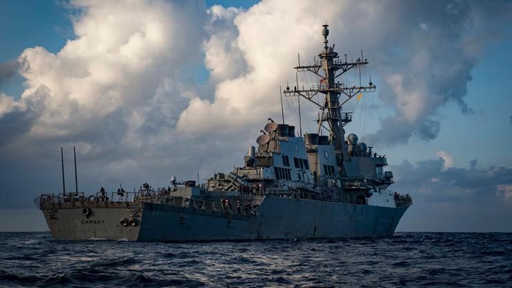 Niszczyciel USS Carney z Tomahawkami na pokładzie wpływa do Odessy