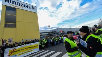 """Pracownicy firmy Amazon strajkują w zakupowy """"czarny piątek"""". Domagają się podwyżek"""