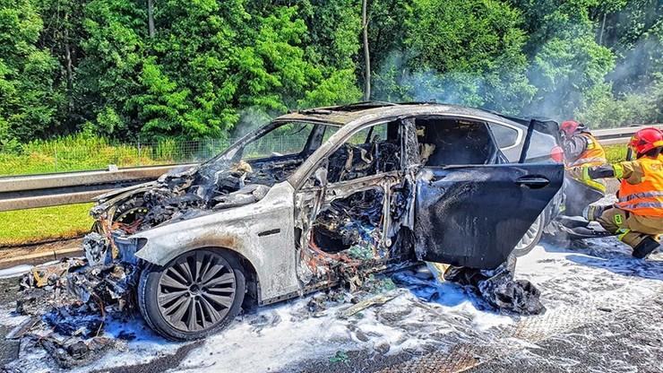 Pożar na autostradzie A4. Na poboczu bmw doszczętnie strawione przez ogień [ZDJĘCIA]