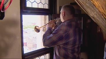 Niewidomy trębacz zagrał hejnał z Wieży Mariackiej. Pierwsze takie wykonanie w historii