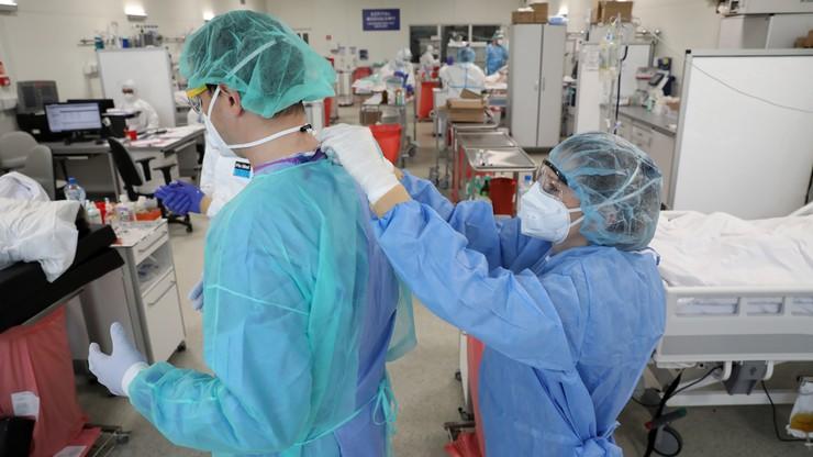 Medycy nie chcą pracować w publicznej służbie zdrowia. Po pandemii wyjadą za granicę