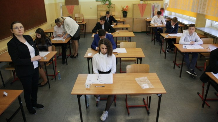 Ministerstwo Edukacji życzy szczęścia na egzaminie gimnazjalnym. W tekście błąd ortograficzny