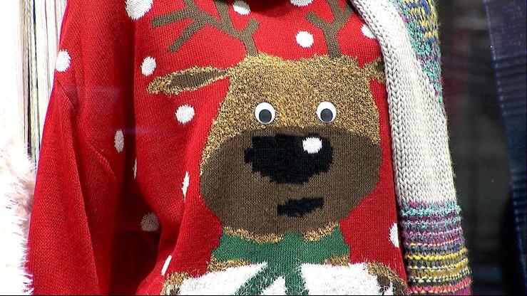 """Sweter z łosiem już nie jest """"obciachem"""". Podpowiadamy w co się ubrać, by być modnym w święta"""