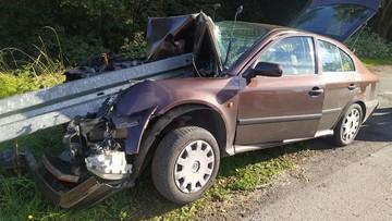 Wypadek na Śląsku. Auto wbiło się w barierę energochłonną