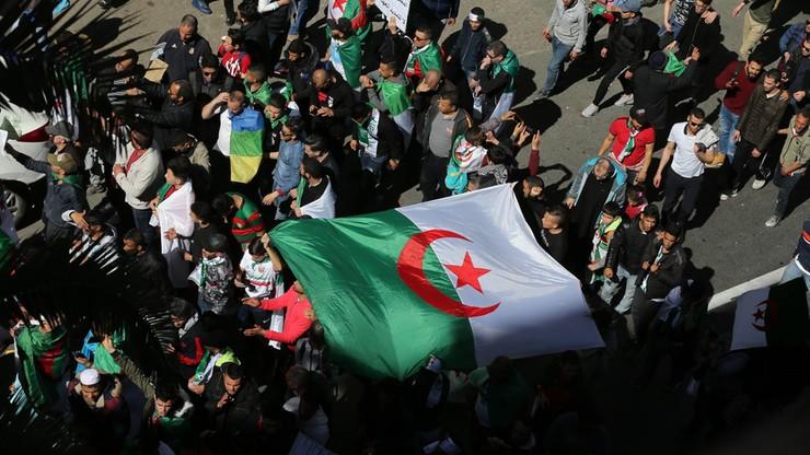 75 osób aresztowanych, rannych 11 policjantów po protestach w Algierii