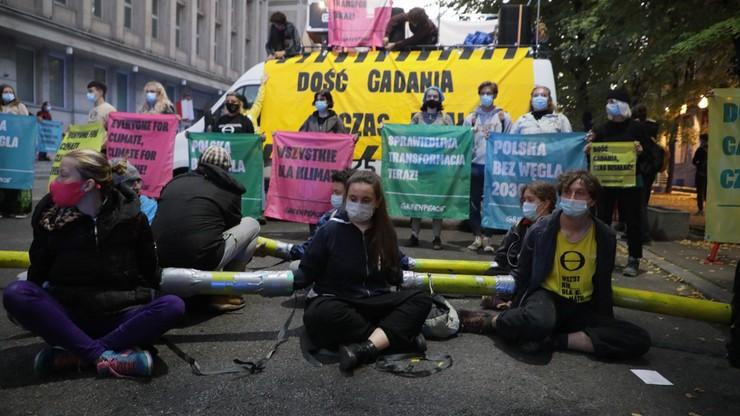Warszawa. Aktywiści Greenpeace zablokowali gmach Ministerstwa Aktywów Państwowych