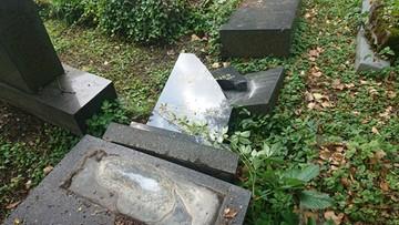 Dzieci zdewastowały żydowski cmentarz