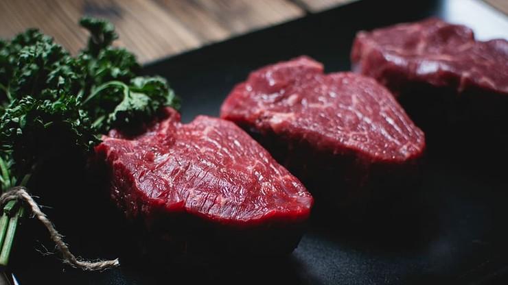 """""""Bogate kraje powinny jeść syntetyczną wołowinę"""". Bill Gates ma pomysł, jak uratować planetę"""