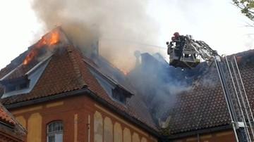 Pożar w Olsztynie. Zapalił się dawny budynek jednostki wojskowej
