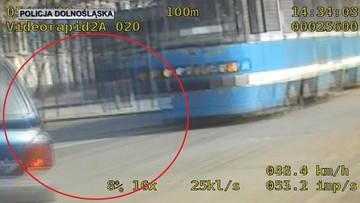 Pościg za rozmawiającym przez komórkę kierowcą. Ukrainiec wymykał się, aż wpadł na sygnalizator