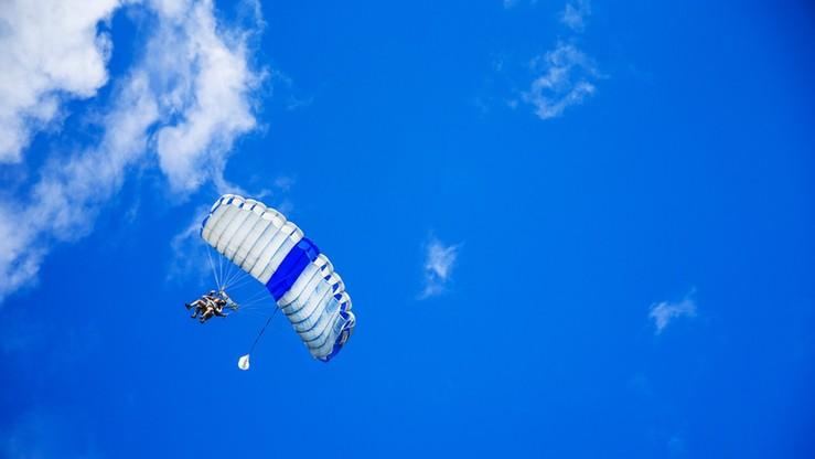 Dwóch spadochroniarzy rannych podczas skoku