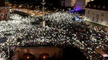 Stołeczny ratusz: 80-100 tys. ludzi na Placu Zamkowym w Warszawie