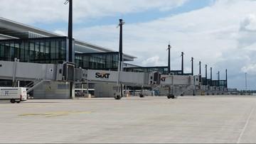 """Samochody zamiast samolotów. Niedokończone lotnisko w Berlinie będzie """"parkingiem"""" dla Volkswagena"""