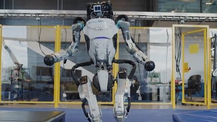 Dwa roboty Atlas uprawiają parkour i zachwycają swoimi możliwościami [WIDEO]