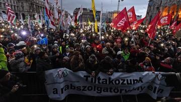 """""""Nie będziemy niewolnikami"""" - manifestacja przeciwko zmianom w kodeksie pracy na Węgrzech"""