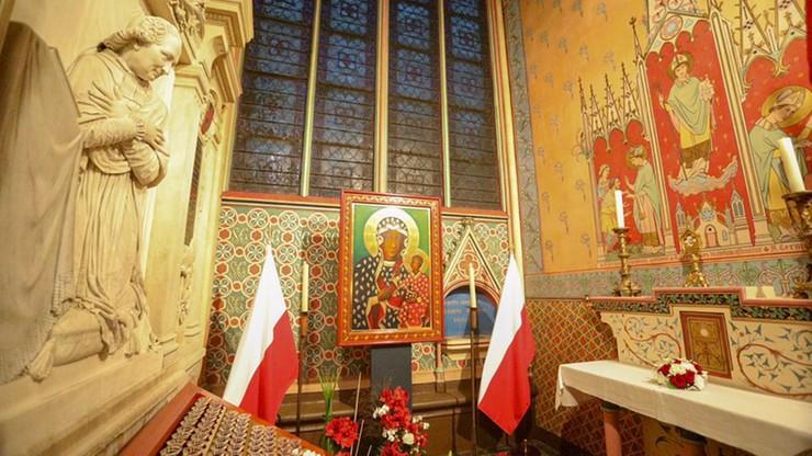 Kopia obrazu Matki Boskiej Częstochowskiej i relikwie Jana Pawła II uratowane z pożaru Notre Dame