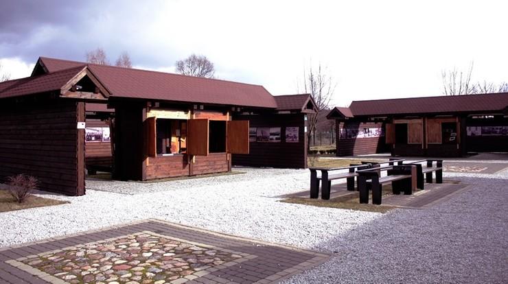 Wiaty turystyczne przy Nadleśnictwie Hajnówka.