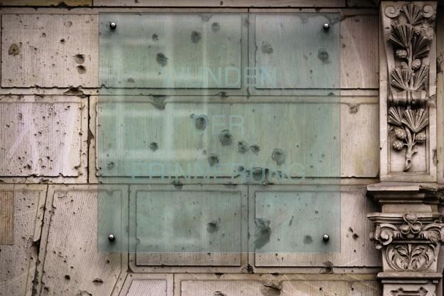 W Berlinie wciąż można spotkać ślady walk sprzed 75 lat. Są to m.in. ślady po kulach w ścianach budynków