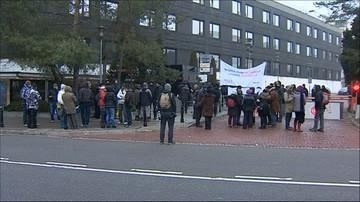 Pikieta przed Sejmem. Do budynku nie wpuszczono dziennikarzy