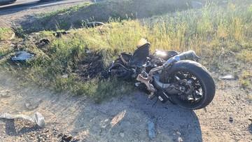 Motocykl uderzył w lawetę. Nie żyje policjant