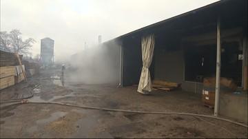Pożar hali produkcyjnej fabryki mebli w Łódzkiem