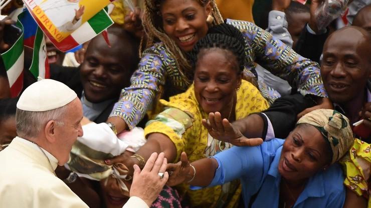 Papież Franciszek przyjął na obiedzie uchodźców z Syrii