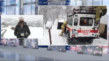 Mimo pomocy strażaków pacjent zmarł. Karetka nie przejechała przez śnieg