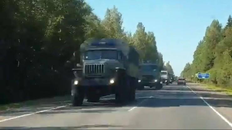 Rosyjskie media: ciężarówki jadą w stronę Białorusi [WIDEO]