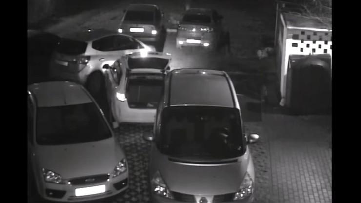 Szał kierowcy. Wyjeżdżał z parkingu i się wściekł. Zniszczył 17 samochodów