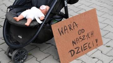 """""""Poniosą surowe konsekwencje"""". Minister o agresji antyszczepionkowców"""