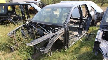 """Kujawsko-Pomorskie: policjanci odkryli """"dziuplę"""" samochodową. Na jej terenie były auta z W. Brytanii"""