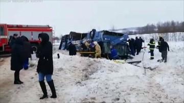 Wypadek autokaru w Rosji. Nie żyje 7 osób, 30 jest rannych