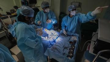 Pakistan. Szpitalny ochroniarz operował 80-latkę. Podawał się za lekarza