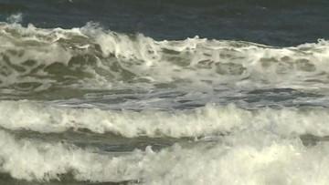 Niemowlę wpadło do morza w Ustce. Jest w ciężkim stanie. Rodzice prawdopodobnie chcieli w tym czasie zrobić zdjęcie