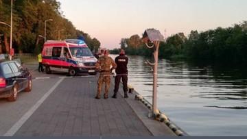 Nastolatek jadąc na rowerze wpadł do kanału portowego. Nie udało się go uratować