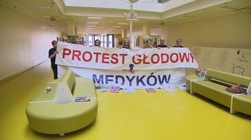 """Fizjoterapeuci wstrzymują protest głodowy. """"Dajemy ministerstwu kredyt zaufania"""""""