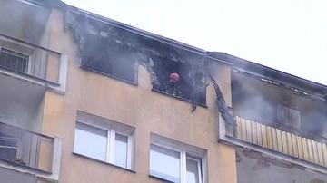 Pożar na ostatnim piętrze warszawskiego wieżowca. Mieszkanie doszczętnie spłonęło