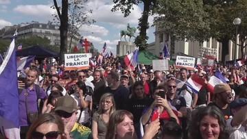 Tysiące Francuzów protestuje. Nie chcą paszportów sanitarnych