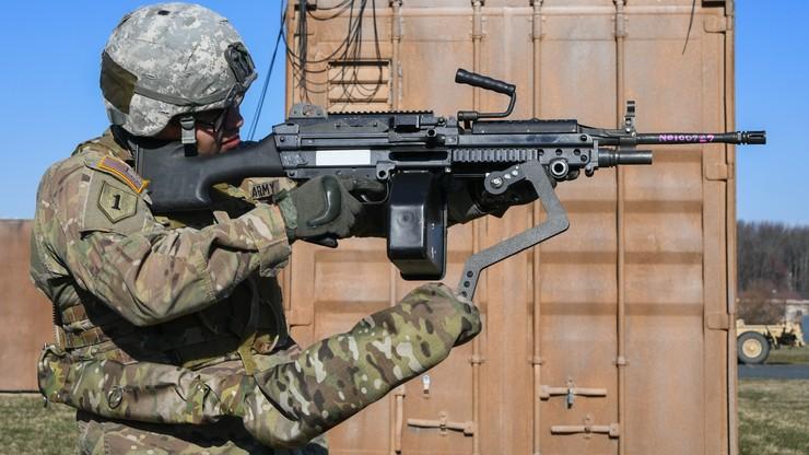 """""""Trzecie ramię"""" żołnierza. Armia USA zaprezentowała nowoczesny egzoszkielet"""