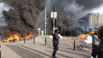 Świńskie łby i płonące opony. Policja zatrzymała kilku uczestników protestu rolników w Warszawie
