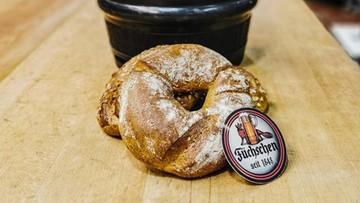Piwo trafiło do chleba. Piekarze ratują trunek przed zmarnowaniem