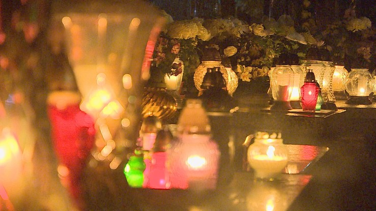 75-latek zgubił się w nocy na cmentarzu. Pomogli policjanci